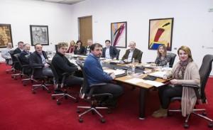 parlamentarios en sesión de mesa y junta de portavoces