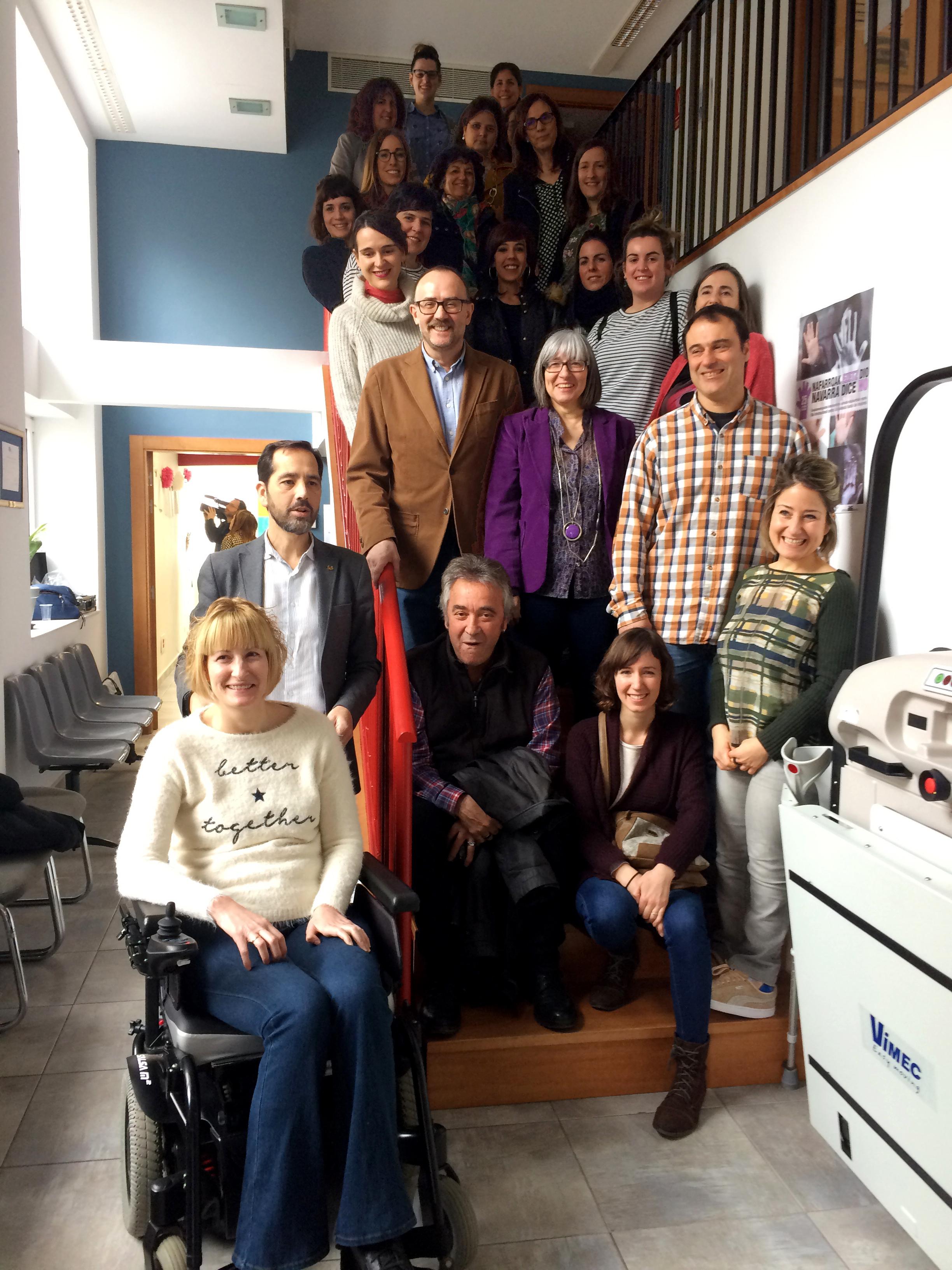 foto de grupo de representantes de las 17 organizaciones de la Red de Iguladad