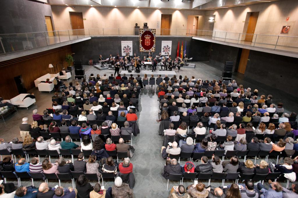 Imagen del Atrio del Parlamento de Navarra durante un acto del Día de Navarra (Parlamento de Navarra)