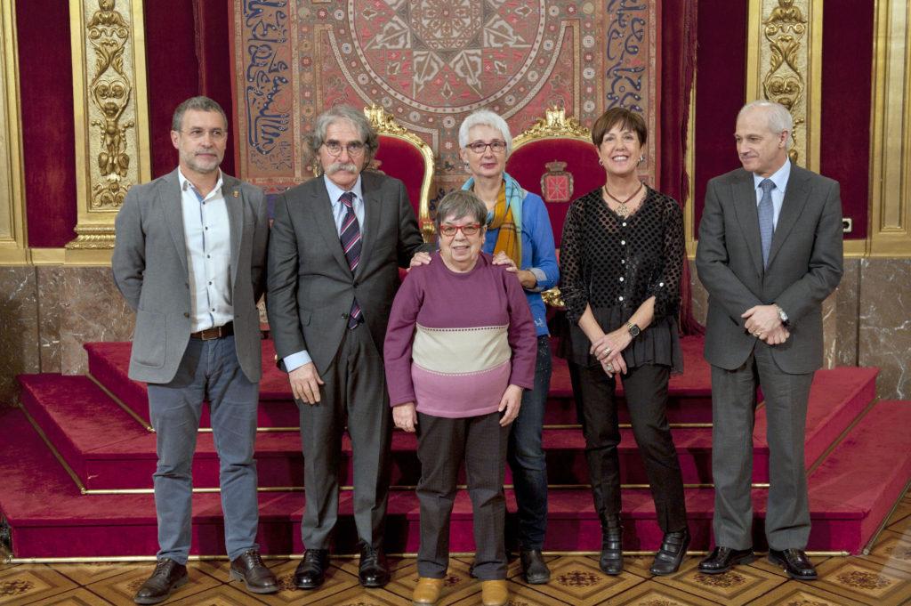El vicepresidente Laparra y Miguel Echarri con Javier Goldáraz, María Cruz Orcajo y Arantxa Garatea, representantes de las dos entidades premiadas