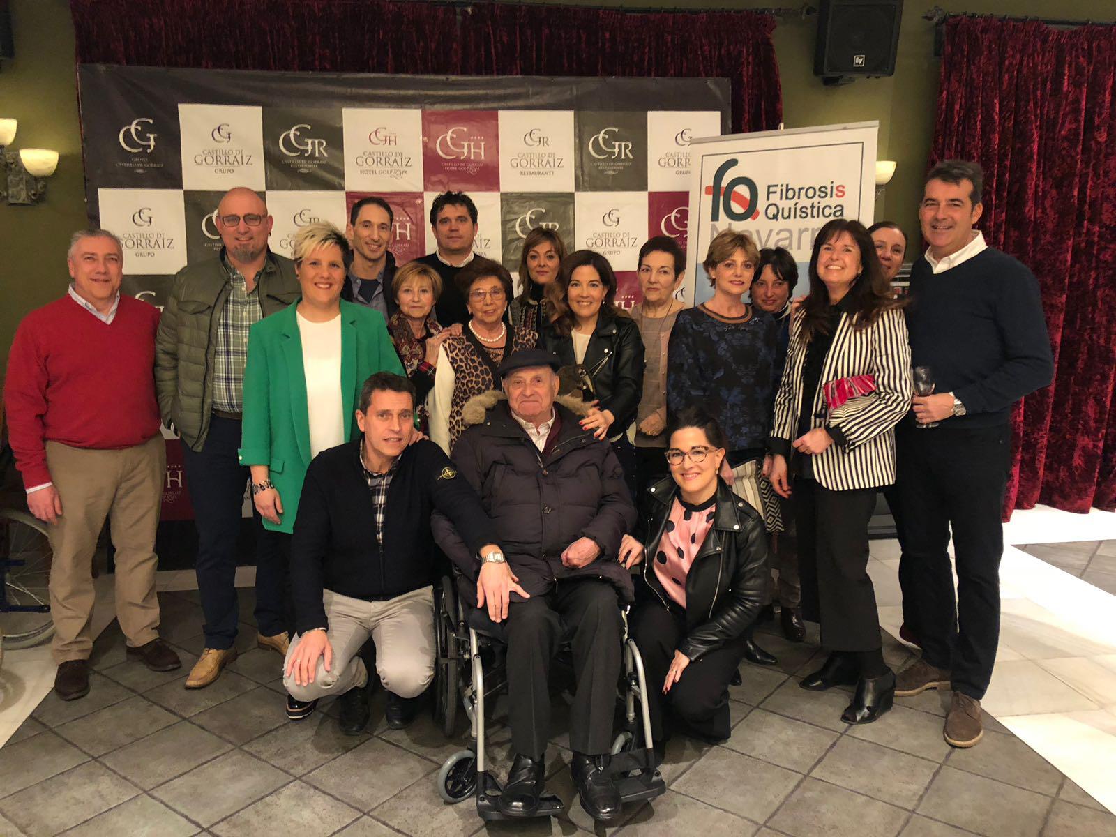 FOTO DE GRUPO DE SOCIOS/AS (de una gala celebrada el pasado año)