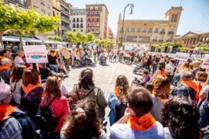 Los participantes en la Plaza del Castillo