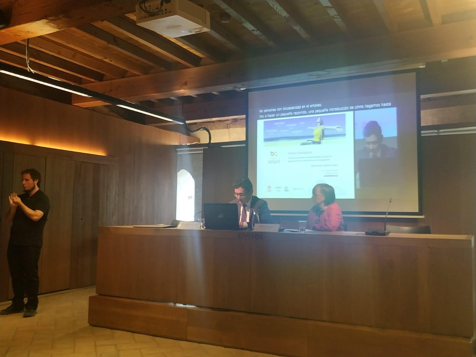 A la izquierda José Antonio Martín Rodríguez, gerente de la Fundación Bequal y a su derecha Maria Luz Sanz, presidenta de CERMIN en un momento de las jornadas