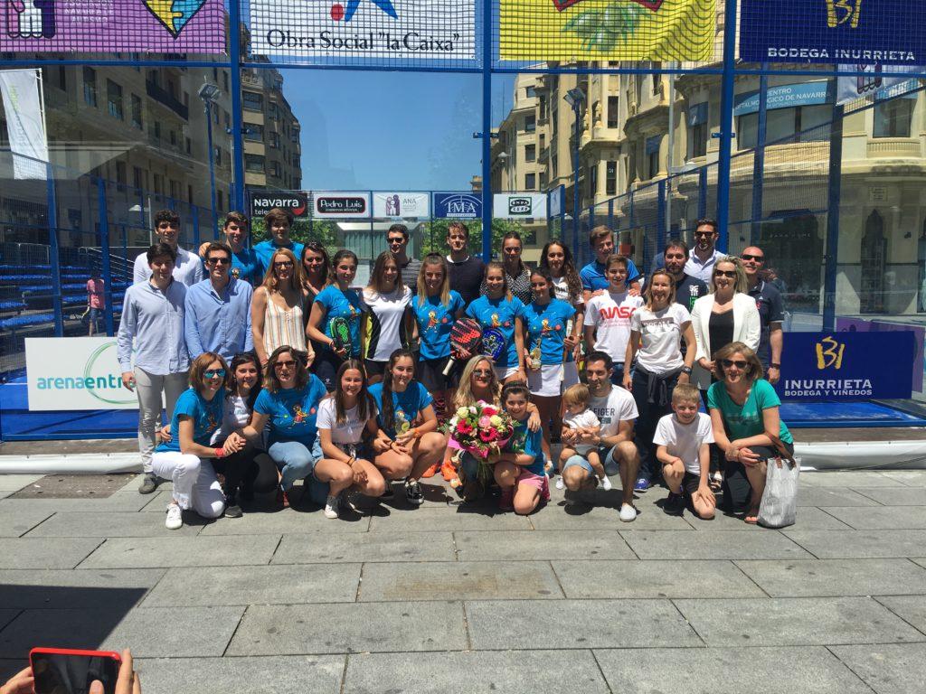 Foto de familia de los ganadores del torneo de pádel de 2019