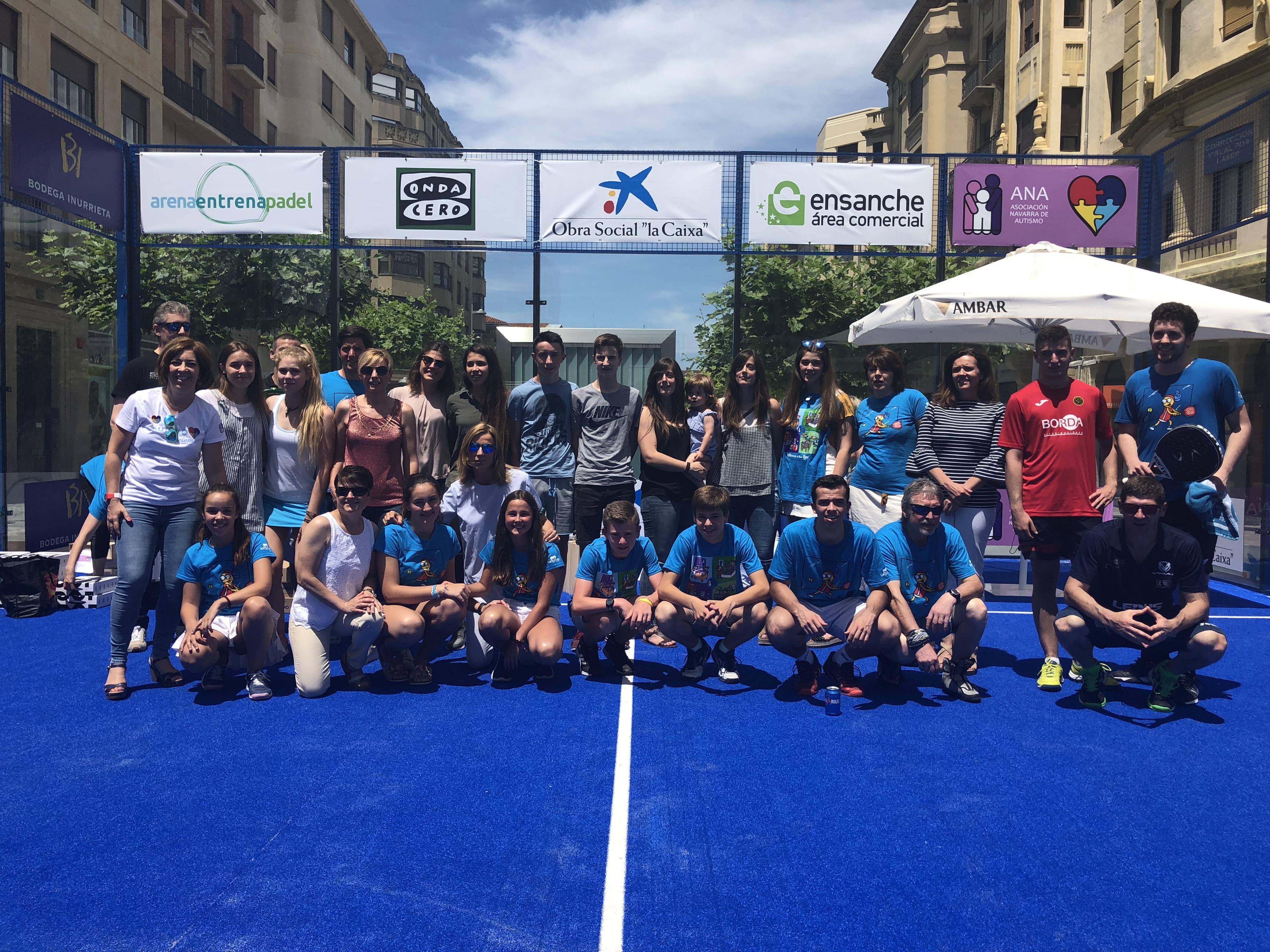 Foto de familia de los ganadores del IV Torneo de Pádel Asociación ANA 2018