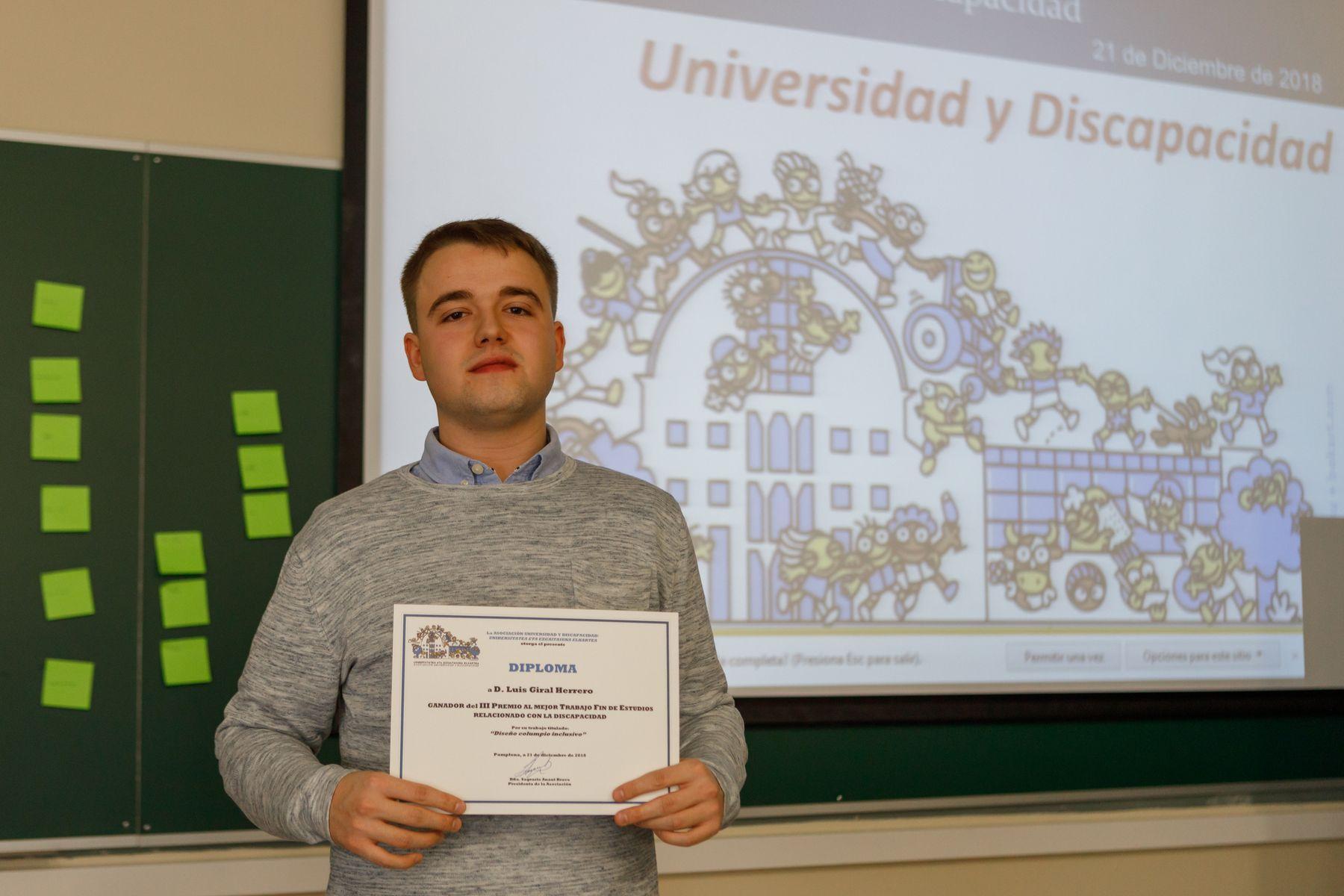 Luis Giral Herrero, graduado en Ingeniería Mecánica por la UPNA, ganador de la III edición de este premio, fallado el año pasado, por el diseño de un columpio inclusivo