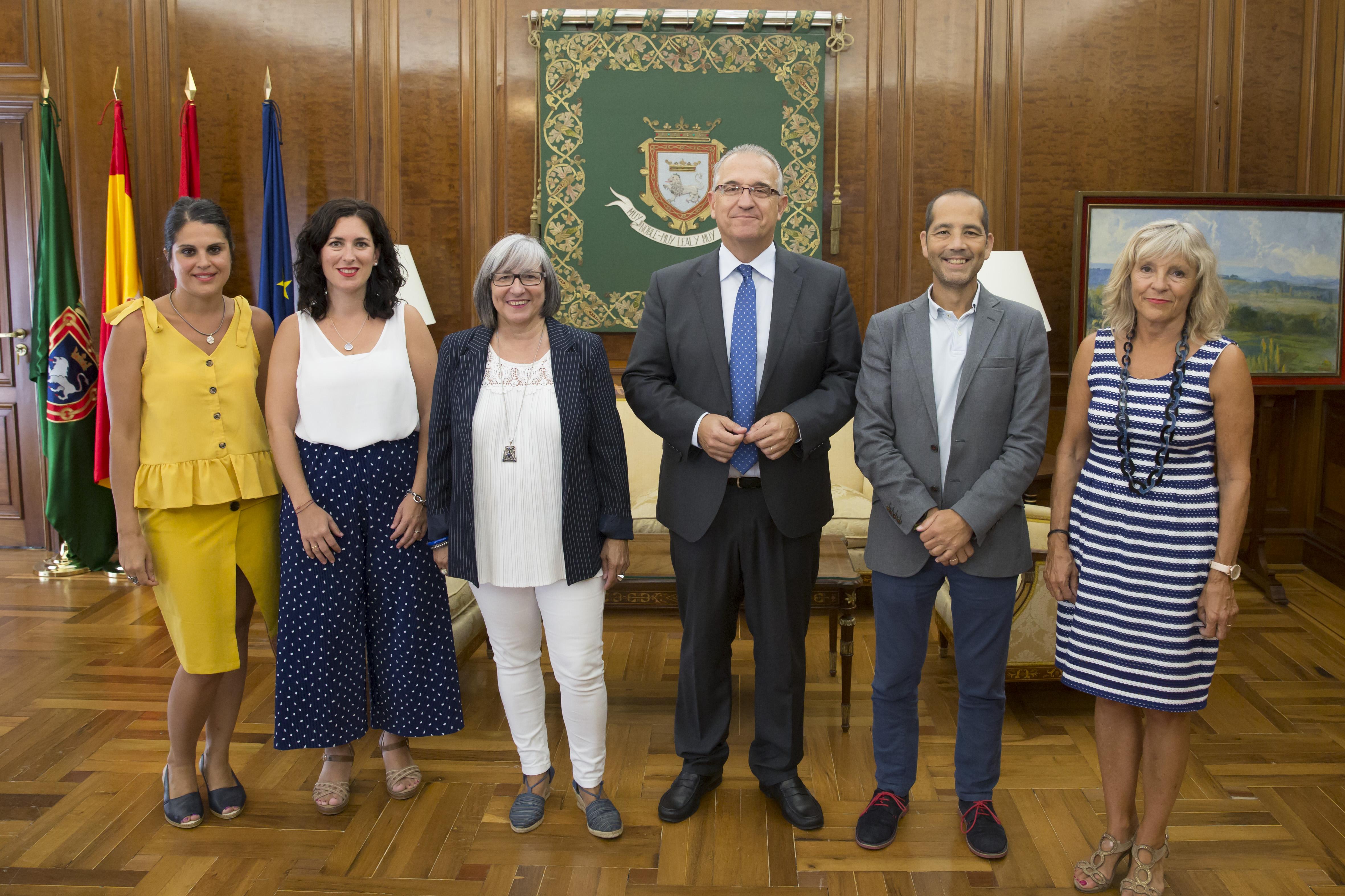 De izquierda a derecha: Olivia Elizari, Mirian Nepote, Mariluz Sanz, Enrique Maya, Manuel Arellano y María Caballero.
