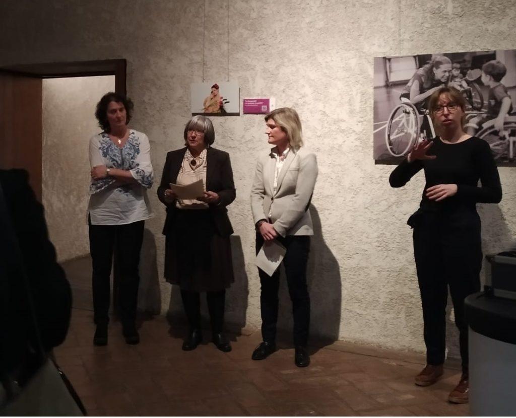Imagen del momento de la inauguración. De Izquierda a derecha Inés Francés, Mariluz Sanz y María García