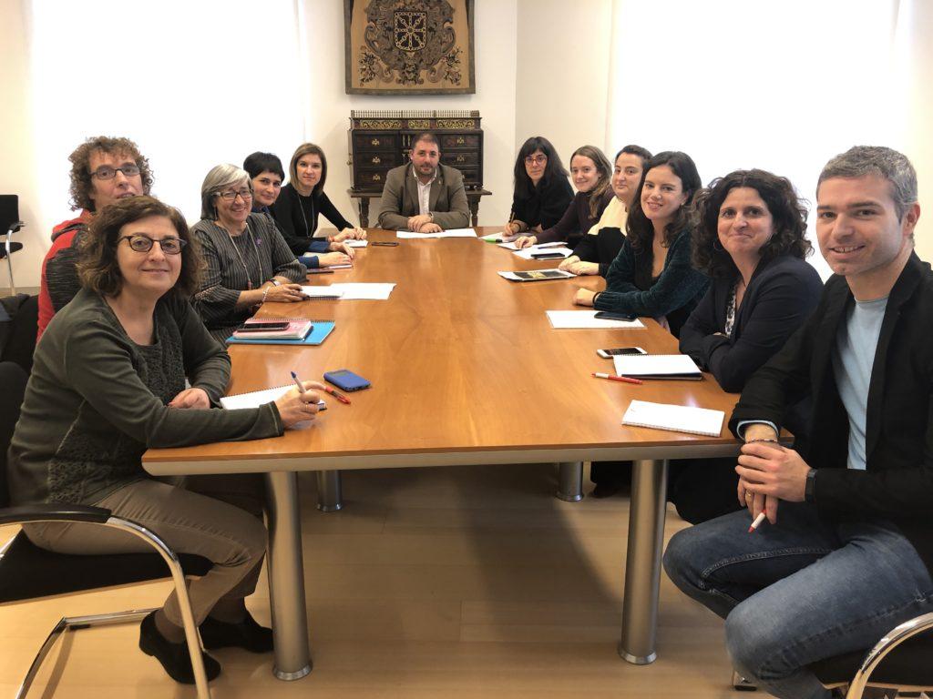 Foto de los asistentes junto a Unai Hualde