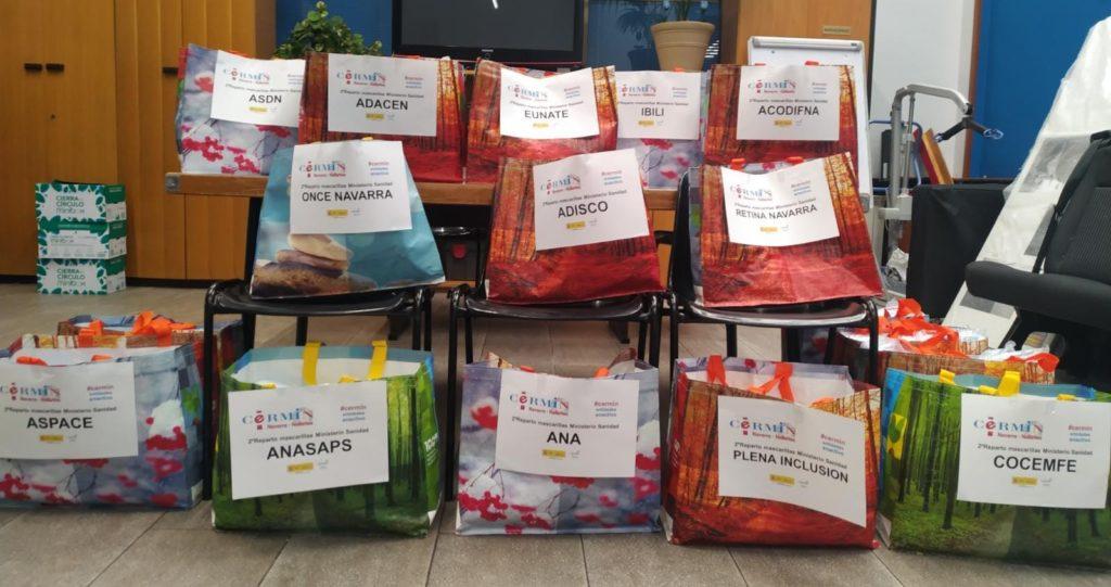 Imagen de las bolsas que contienen las mascarillas listas para su reparto