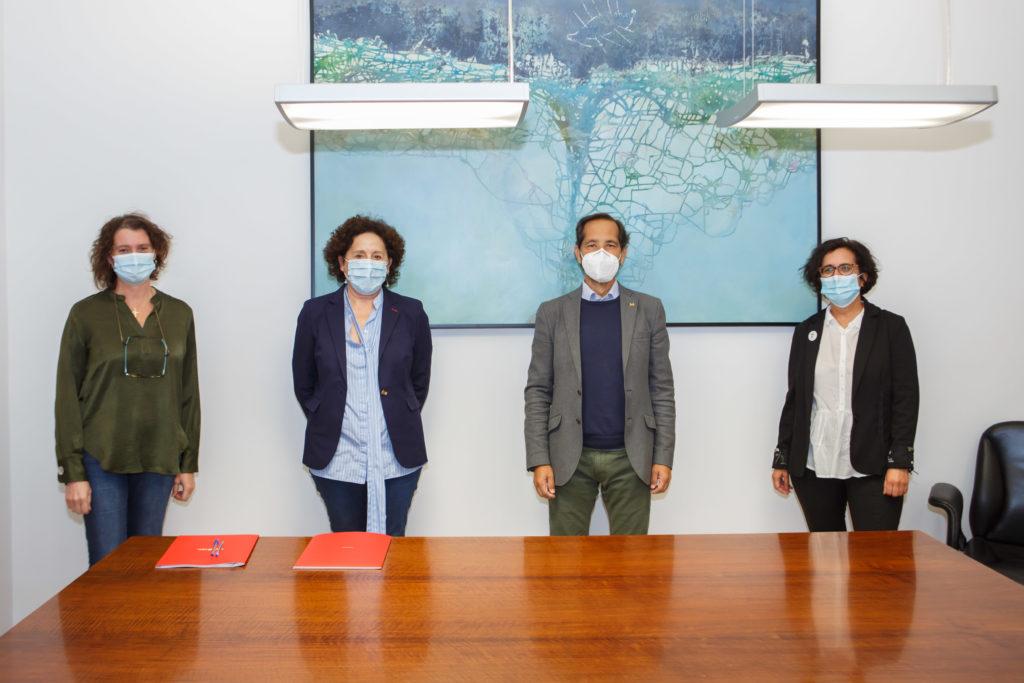 De izquierda a derecha, Inés Francés , directora gerente de la ANADP; Carmen Maeztu, consejera de Derechos Sociales; Manuel Arellano Armisén, presidente de COCEMFE, y Edurne Jauregui, gerente de COCEMFE