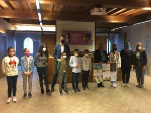 Foto de familia de todos los premiad@s, miembros de la ANA y representantas de Caixabank.