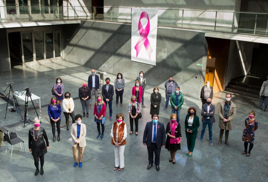 Foto de familia de los representantes de Saray con algunos Parlamentarios