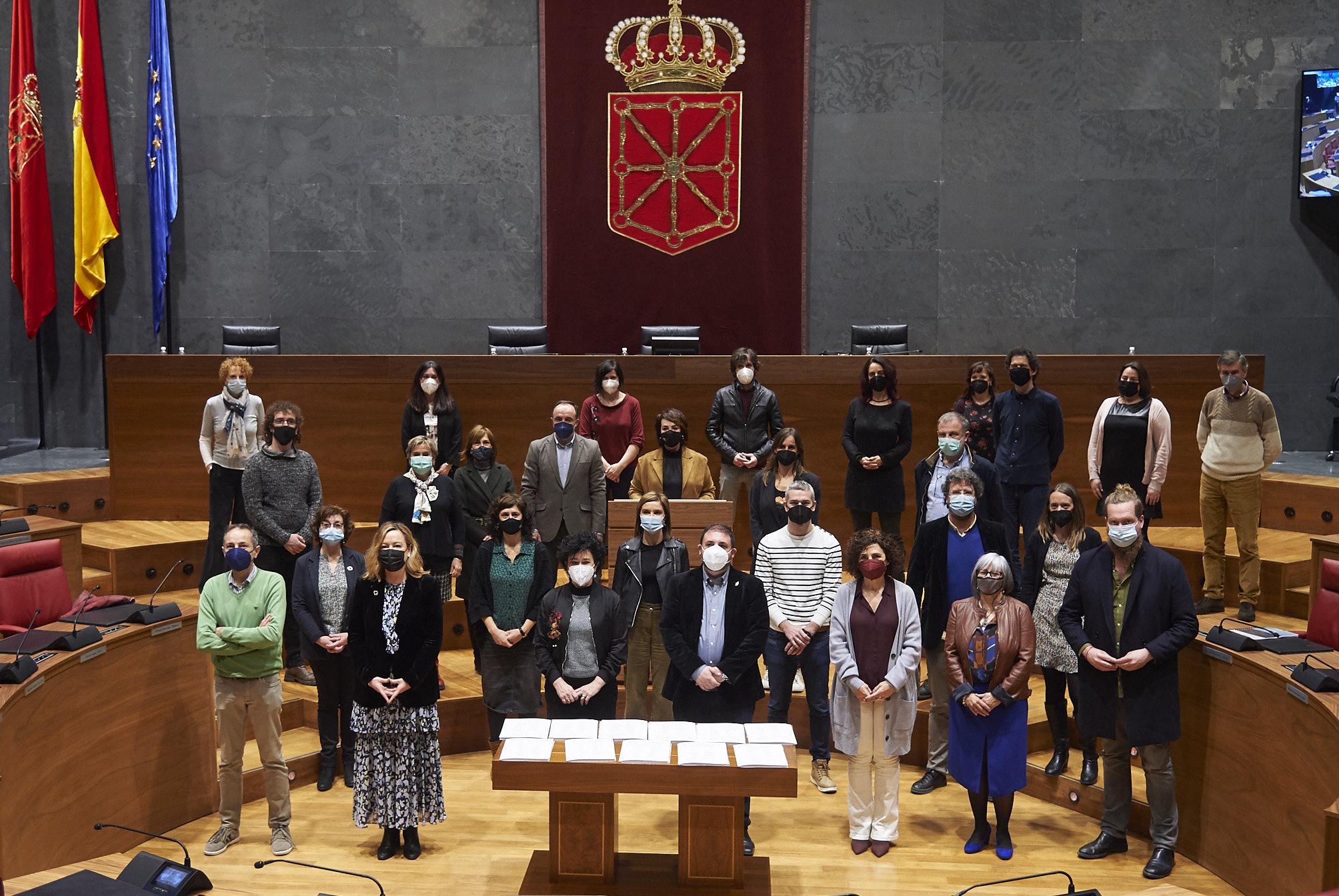Foto de familia de los participantes en el acto