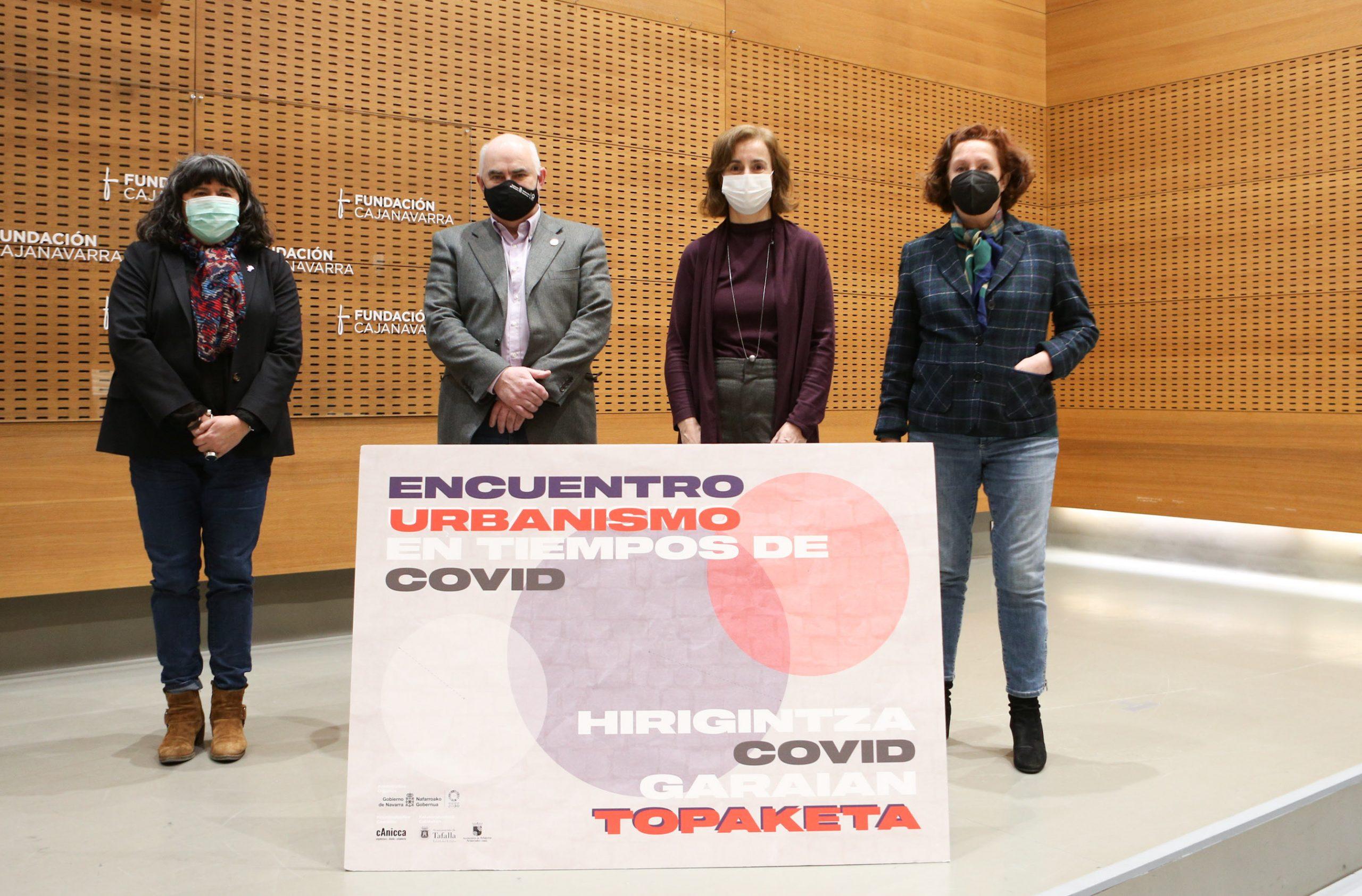 El vicepresidente Aierdi y la directora general de Ordenación del Territorio, Izaskun Abril, junto a la directora gerente del INAI, Eva Isturiz (izqda.), y la arquitecta-urbanista, María Urmeneta