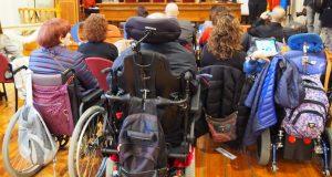 Imagen de personas con discapacidad en silla de ruedas