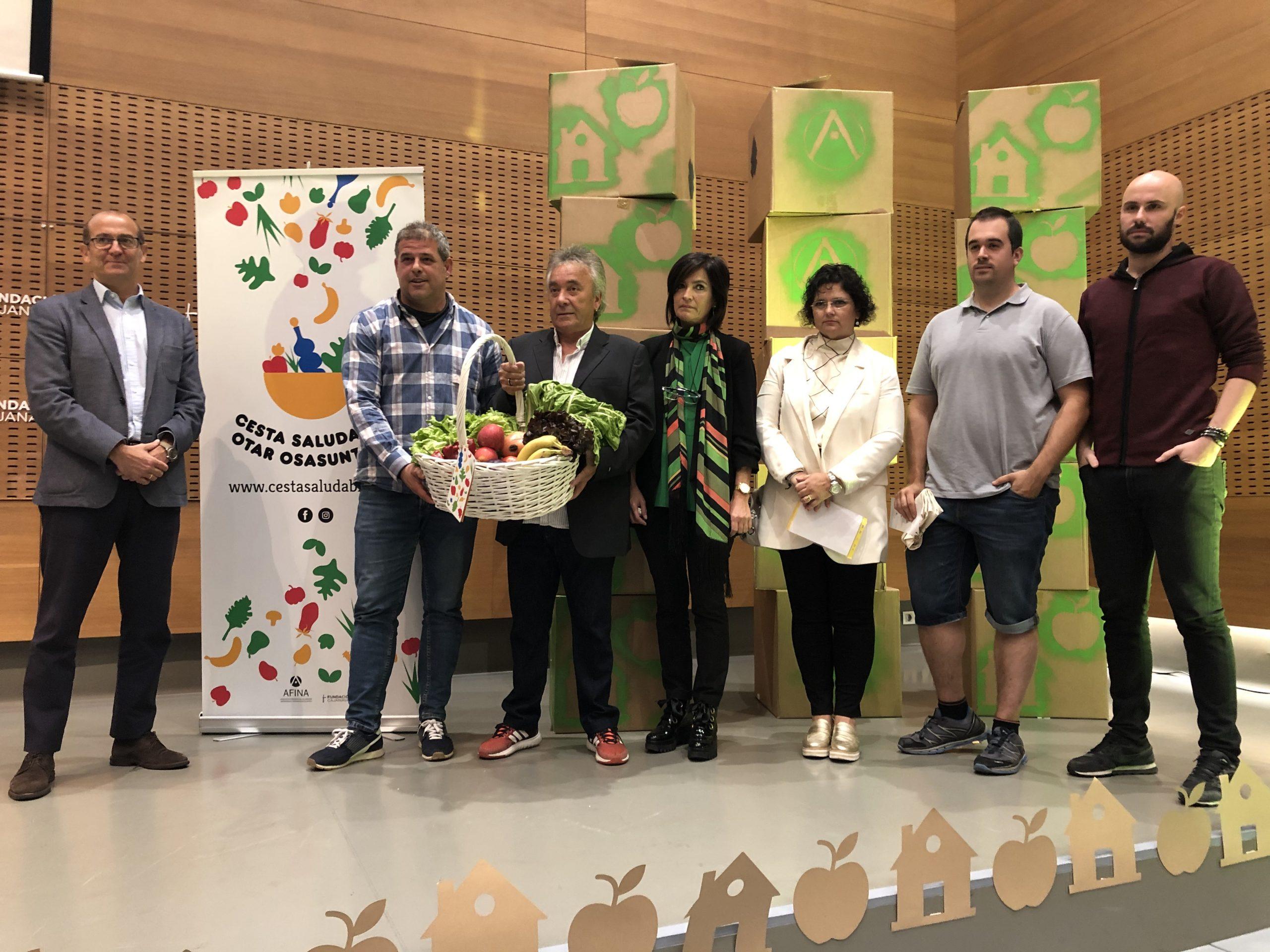Fotografía de la presentación de la cesta en CIVICAN