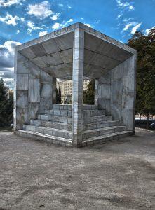Fotografía del monumento a la Constitución situado en Madrid