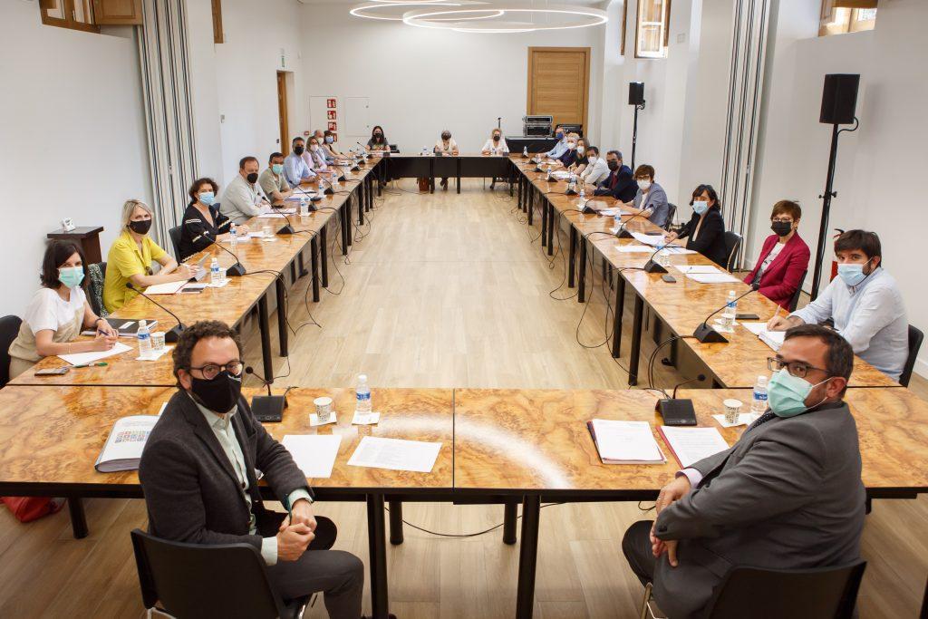 Un momento de la reunión que ha presidido el vicepresidente Javier Remírez