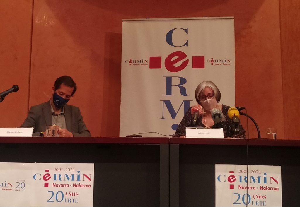 Fotografía durante la rueda de prensa. De izquierda a derecha: Manuel Arellano y Mariluz Sanz