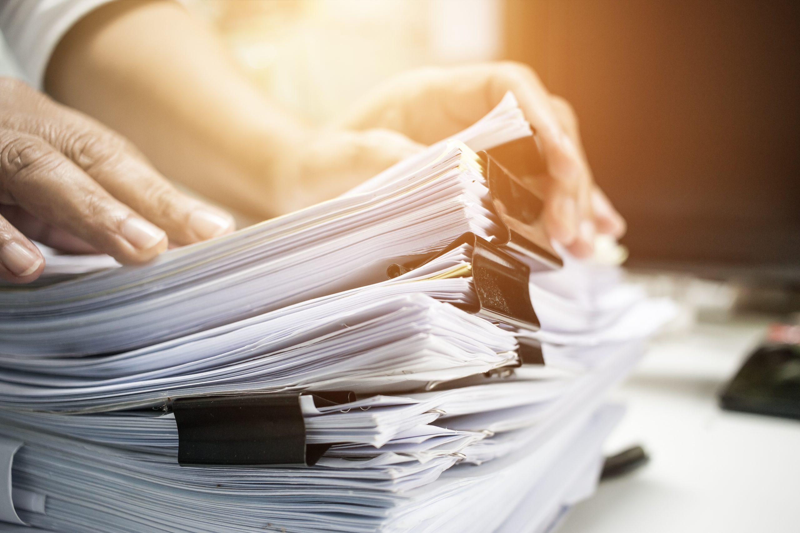 Imagen de papeles para realizar gestiones administrativas