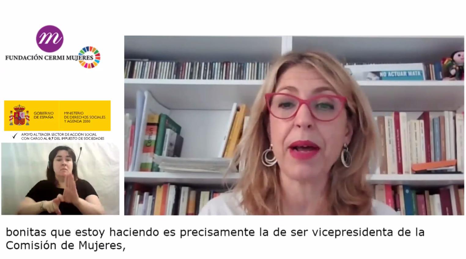 Imagen por webcam de un momento del encuentro en la que aparece Eugenia Rodríguez Palop (Eurodiputada y Vicepresidenta de Comisión de Derechos de la Mujer e Igualdad de Género del Parlamento Europeo) y la interprete de lengua de signos