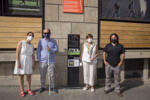 Un momento de la presentación de la nueva señalética para personas con discapacidad en la Plaza Consistorial