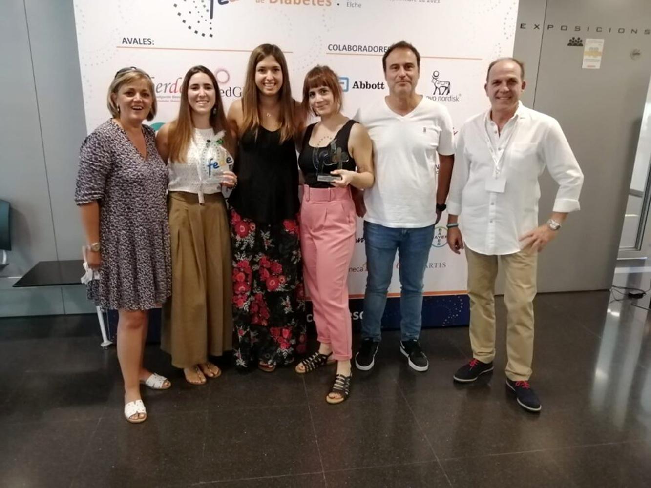 Fotografía de familia tras el momento de la entrega del premio a ANADI