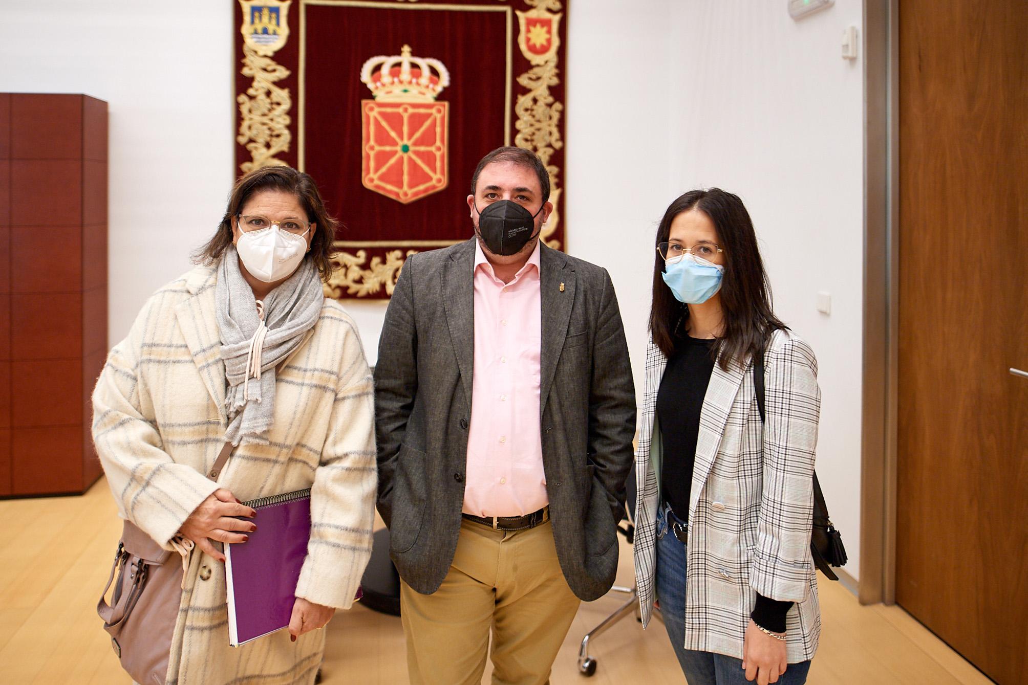 De izquierda a derecha, Cristina Mondragón, Unai Hualde y Rebeca Benitez