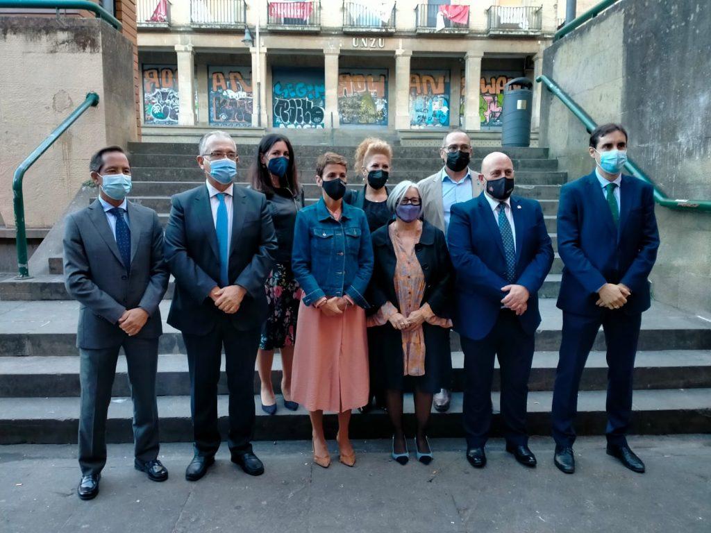 Fotografía de familia de las autoridades invitadas y miembros de la Comisión Permanente de CERMIN